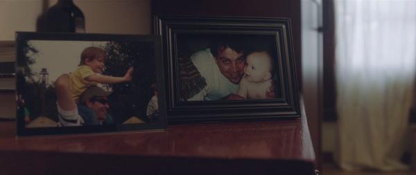 少年が10年前に死んだお父さんとゲーム機の中で再会