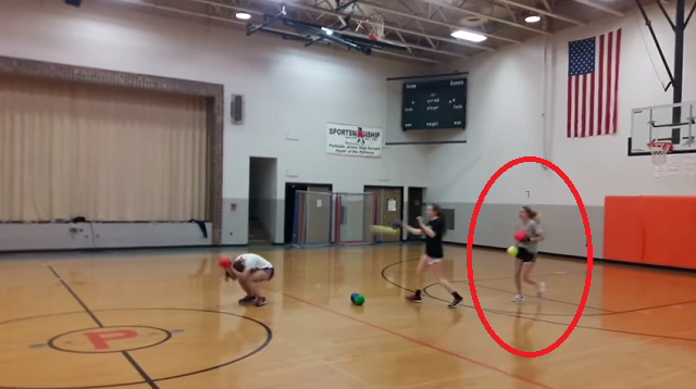ソフトボール選手とドッジボールしたらフルボッコ