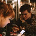マッチングアプリで初めて会う男性に奢ってもらう?割り勘で女性も支払うべき?