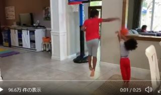 バスケットをする兄弟